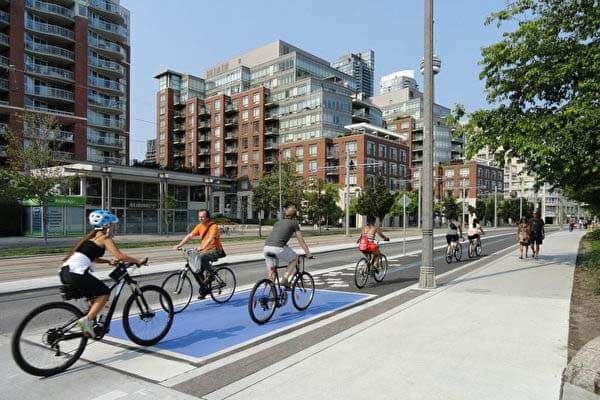 カナダ・トロントの自転車風景