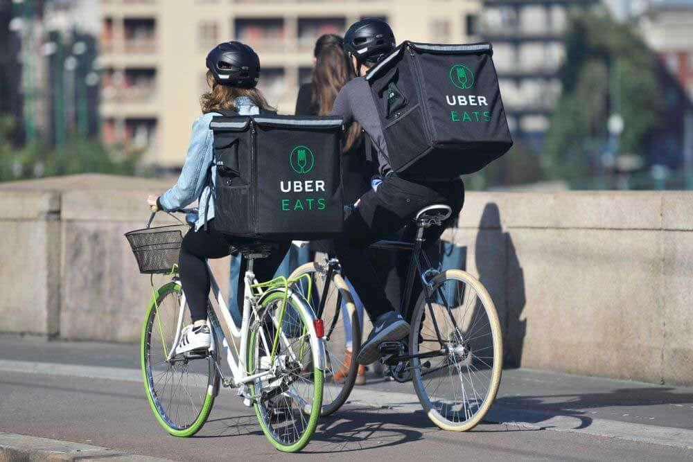 ウーバーイーツ(UberEATS)2人の配達員